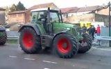 Traktörlerin Kapışması