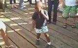 Zenci Çocuktan Müthiş Break Dans