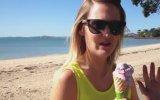Dondurmanın Üstüne Pisleyen Kuş