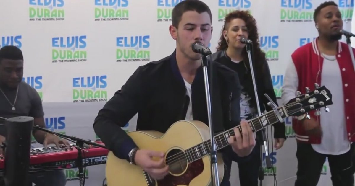 Nick jonas jealous performance acoustic elvis duran zlesene